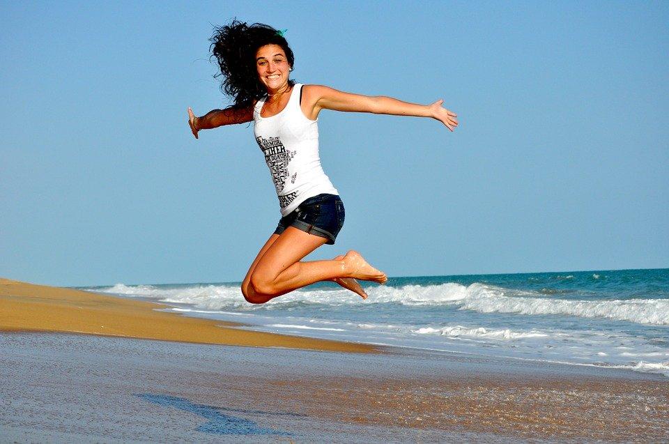 女性ジャンプ